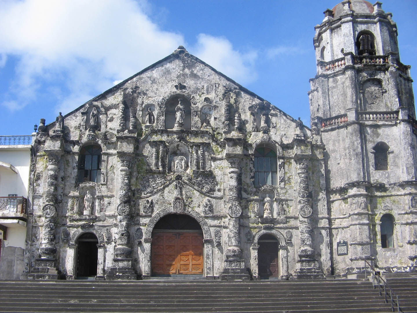 http://vacationleave.files.wordpress.com/2009/05/daraga-church3.jpg